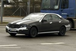 New 2010 Mercedes E-Class Clearest Spy Photos Yet