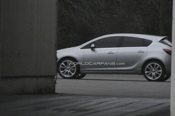 2010 Opel Astra spy photo - raw image