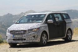 2014 Kia Sedona (Grand Carnival) spy photo